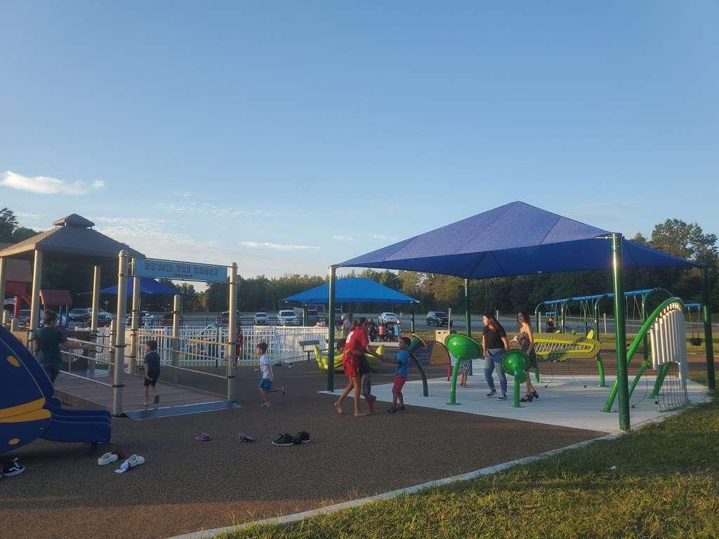 Delran Community Park - park  | Photo 7 of 10 | Address: 12 Hartford Rd, Delran, NJ 08075, USA