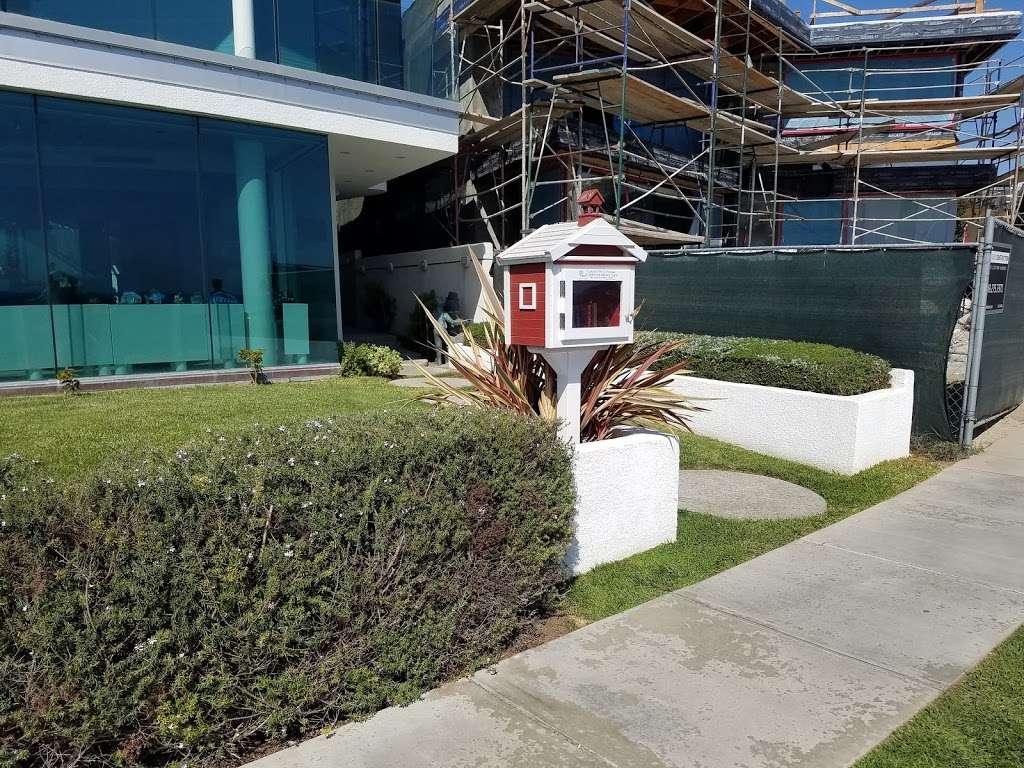 Little Free Library - library  | Photo 2 of 4 | Address: 2920 Ocean Blvd, Corona Del Mar, CA 92625, USA