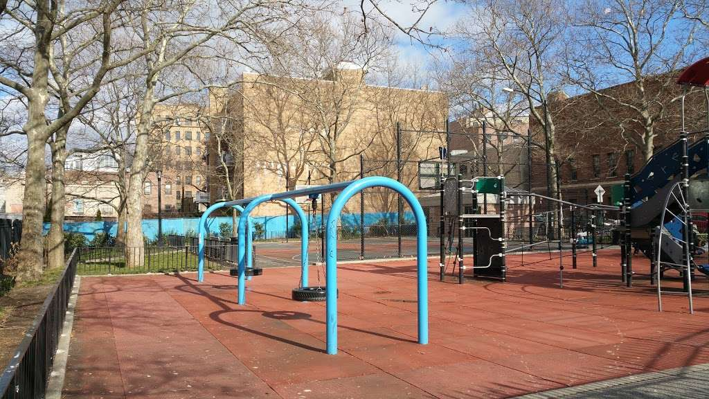 Athens Square - park  | Photo 1 of 10 | Address: 30th St & 30th Ave, Astoria, NY 11102, USA