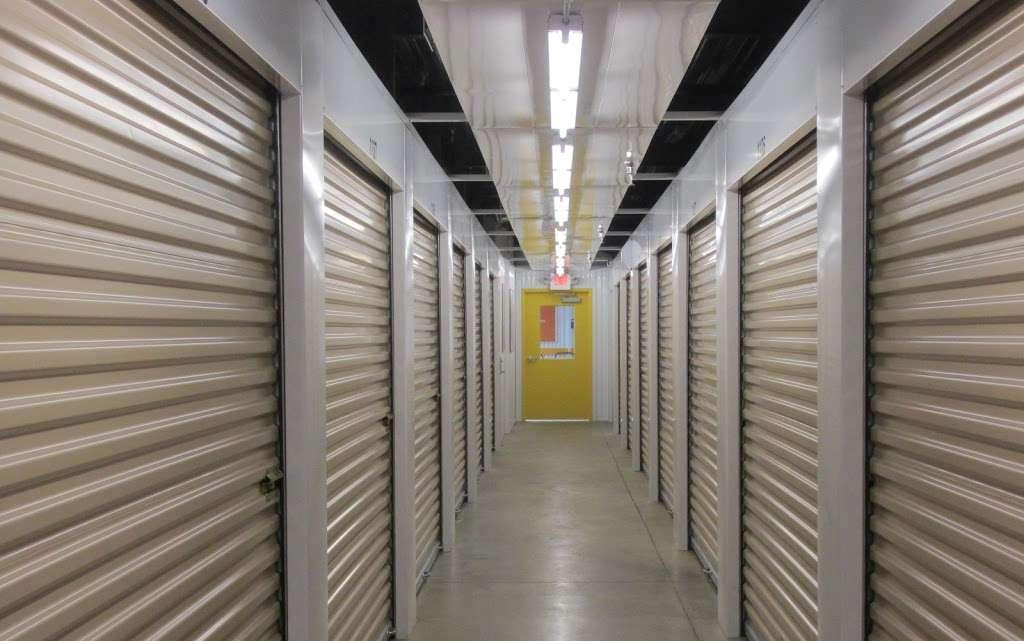 Access Self Storage - storage  | Photo 3 of 5 | Address: 635 N Midland Ave, Saddle Brook, NJ 07663, USA | Phone: (201) 408-6888