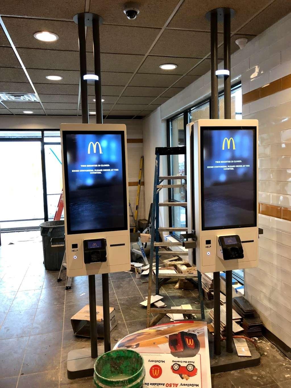 McDonalds - cafe  | Photo 3 of 10 | Address: 4275 S 27th St, Greenfield, WI 53221, USA | Phone: (414) 281-4471