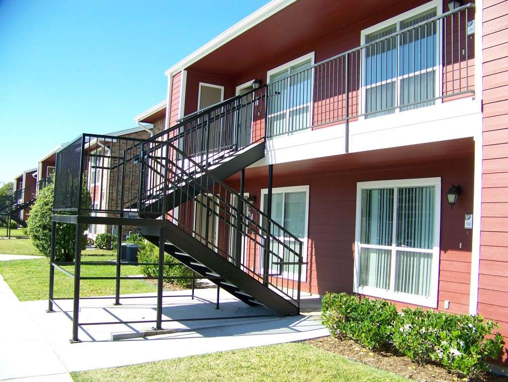 St James Village - real estate agency  | Photo 1 of 10 | Address: 3815 W Fuqua St, Houston, TX 77045, USA | Phone: (713) 434-2225