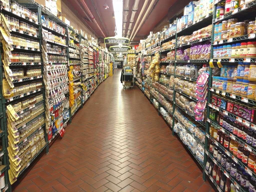 Fairway Market Red Hook - supermarket  | Photo 7 of 10 | Address: 480-500 Van Brunt St, Brooklyn, NY 11231, USA | Phone: (718) 254-0923