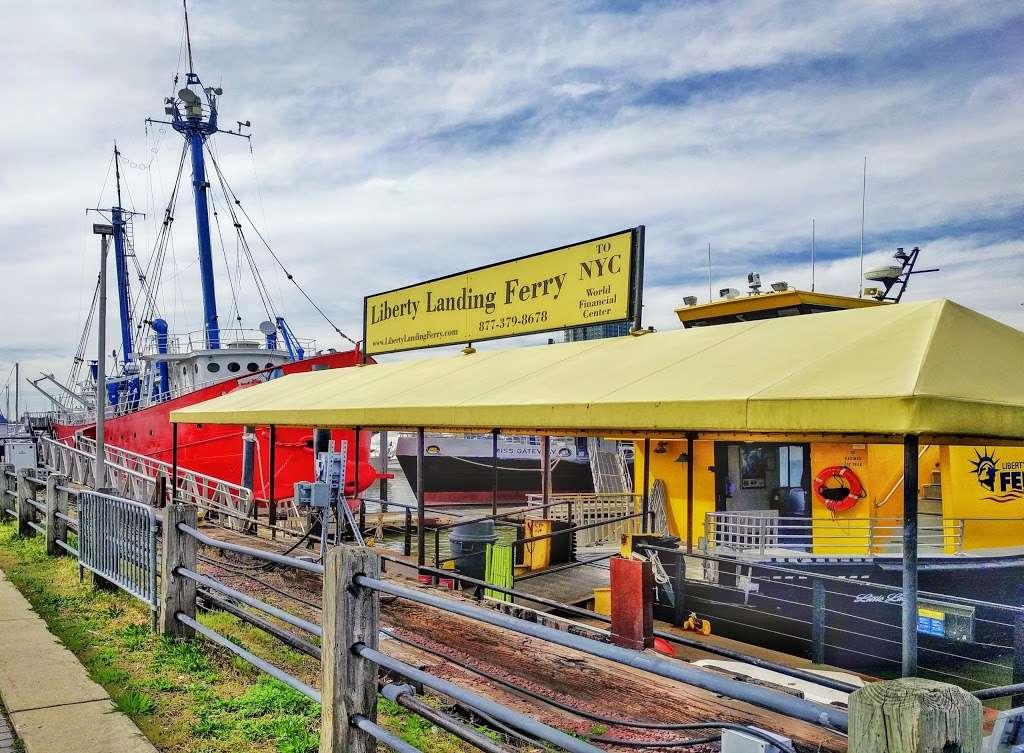 Liberty Landing Marina - transit station  | Photo 5 of 10 | Address: 76 Audrey Zapp Dr, Jersey City, NJ 07305, USA | Phone: (201) 604-5799