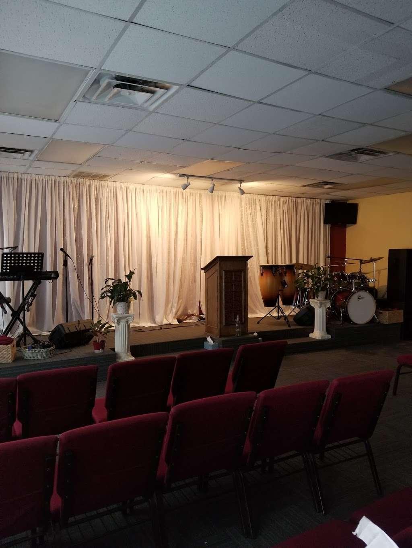 Iglesia Cristiana Balsamo De Galaad - church  | Photo 2 of 2 | Address: 3001 W Irving Blvd, Irving, TX 75061, USA | Phone: (214) 893-1019
