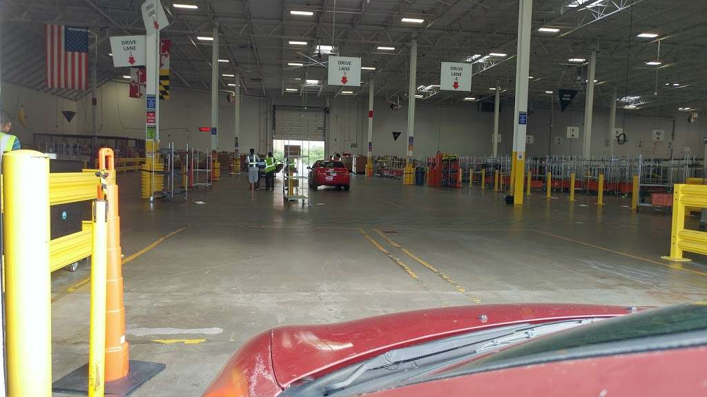 Amazon Delivery Station Ddc2 Storage 861 E Gude Dr