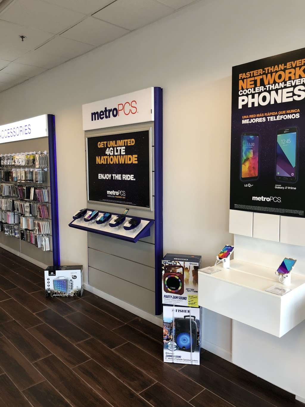 Metro by T-Mobile - electronics store  | Photo 2 of 10 | Address: 500 S River St, Hackensack, NJ 07601, USA | Phone: (201) 373-1000