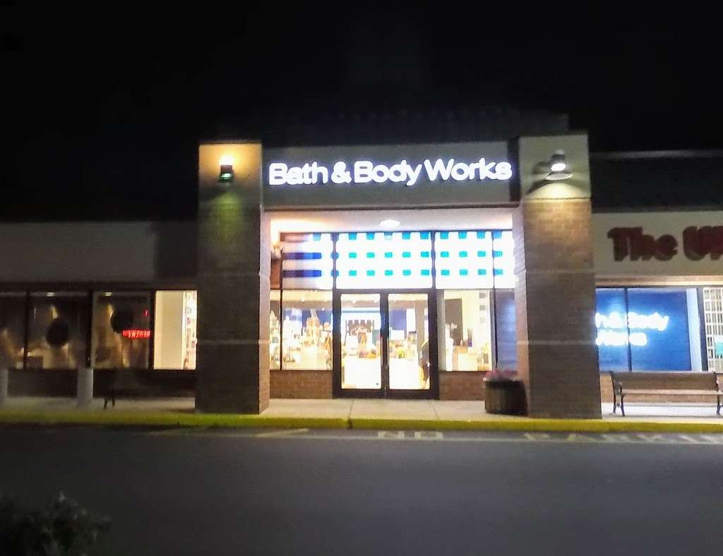 Bath & Body Works - home goods store  | Photo 7 of 10 | Address: 3207 Golf Rd, Delafield, WI 53018, USA | Phone: (262) 646-2003