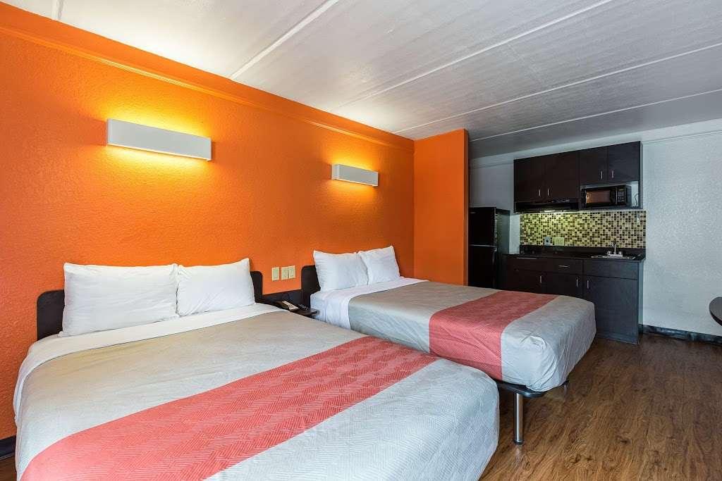 Motel 6 Baytown - Garth Rd - lodging  | Photo 2 of 10 | Address: 4911 Interstate 10 E, Baytown, TX 77521, USA | Phone: (281) 421-7300
