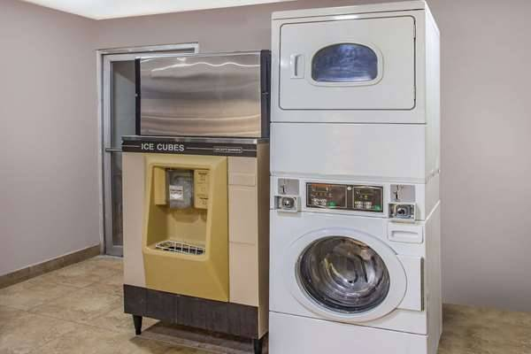 Super 8 by Wyndham Redlands/San Bernardino - lodging  | Photo 7 of 9 | Address: 1160 Arizona St, Redlands, CA 92374, USA | Phone: (909) 335-1612