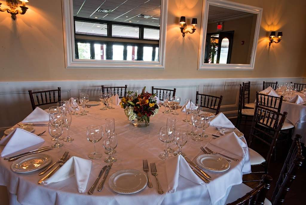 Le Jardin - restaurant  | Photo 5 of 10 | Address: 1257 River Rd, Edgewater, NJ 07020, USA | Phone: (201) 224-9898