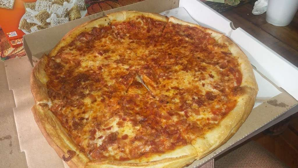 Hi-Class Pizza - restaurant  | Photo 6 of 10 | Address: 246-11 Jericho Turnpike, Queens, NY 11426, USA | Phone: (718) 347-1696