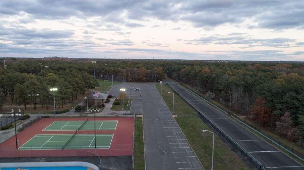 Otsego Park - park  | Photo 8 of 10 | Address: Dix Hills, NY 11746, USA | Phone: (631) 351-3000