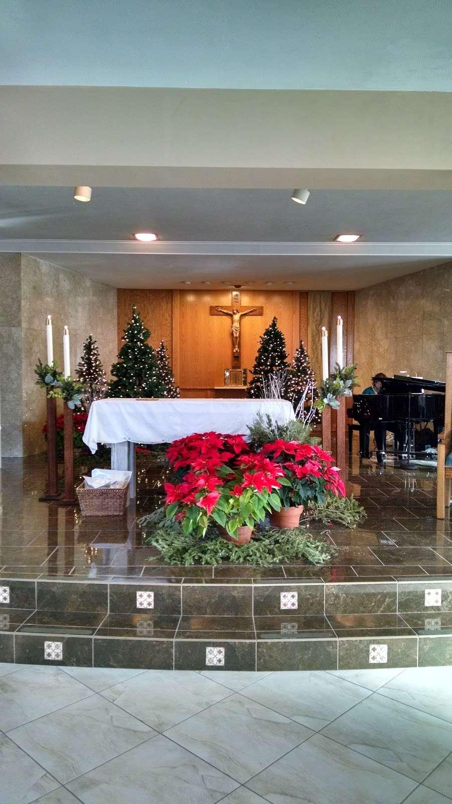 Divine Savior Catholic Church - church  | Photo 5 of 10 | Address: 7740 W Montrose Ave, Harwood Heights, IL 60706, USA | Phone: (708) 456-9000