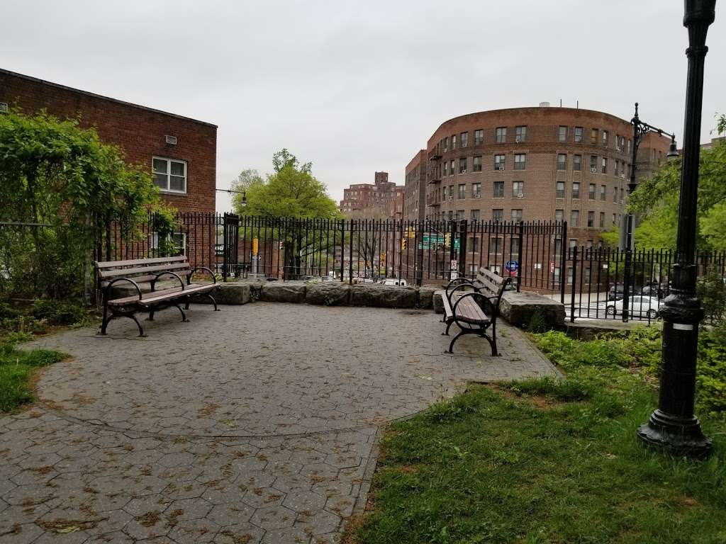Fort Independence Playground - park  | Photo 8 of 10 | Address: Sedgwick Ave. &, W 238th St, The Bronx, NY 10463, USA | Phone: (212) 639-9675