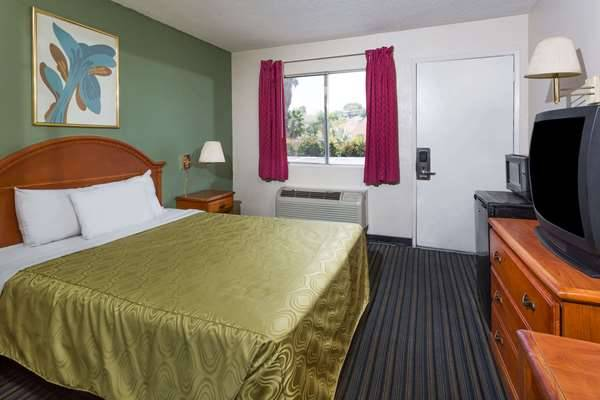 Days Inn by Wyndham San Bernardino - lodging  | Photo 2 of 8 | Address: 1386 E Highland Ave, San Bernardino, CA 92404, USA | Phone: (909) 881-1702