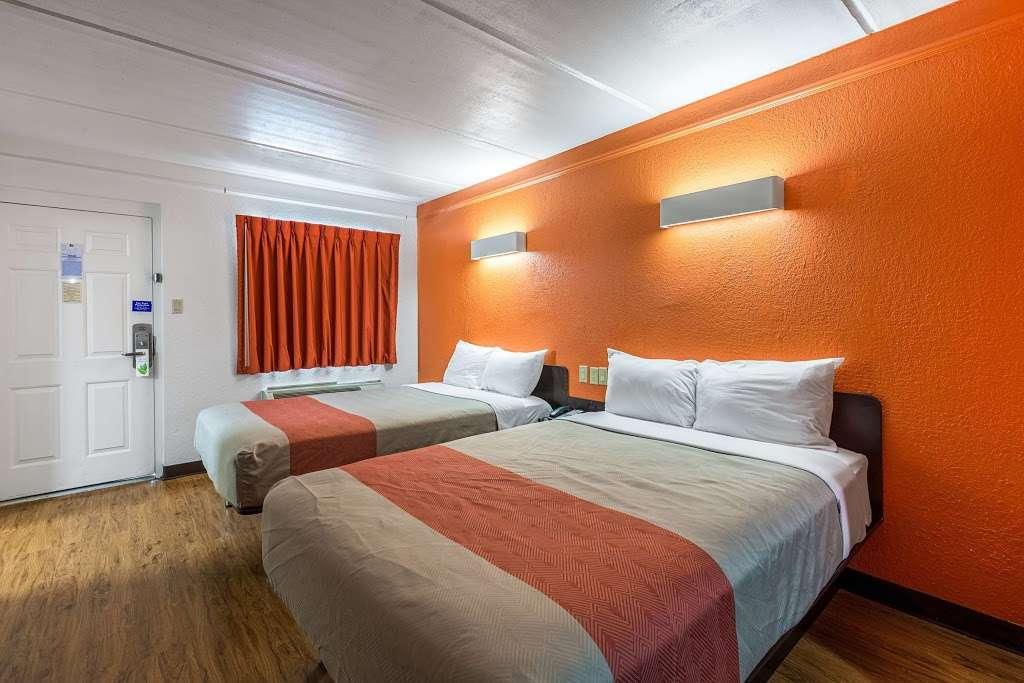 Motel 6 Baytown - Garth Rd - lodging  | Photo 10 of 10 | Address: 4911 Interstate 10 E, Baytown, TX 77521, USA | Phone: (281) 421-7300