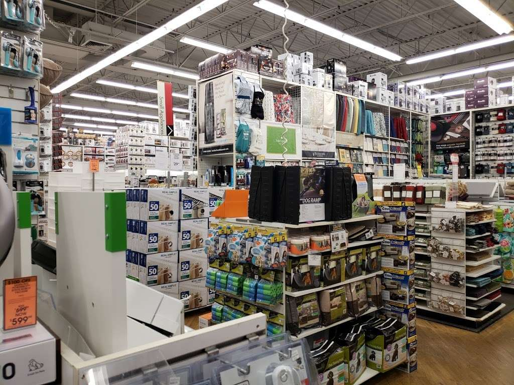 Bed Bath & Beyond - department store  | Photo 10 of 10 | Address: 489 River Rd, Edgewater, NJ 07020, USA | Phone: (201) 840-8808