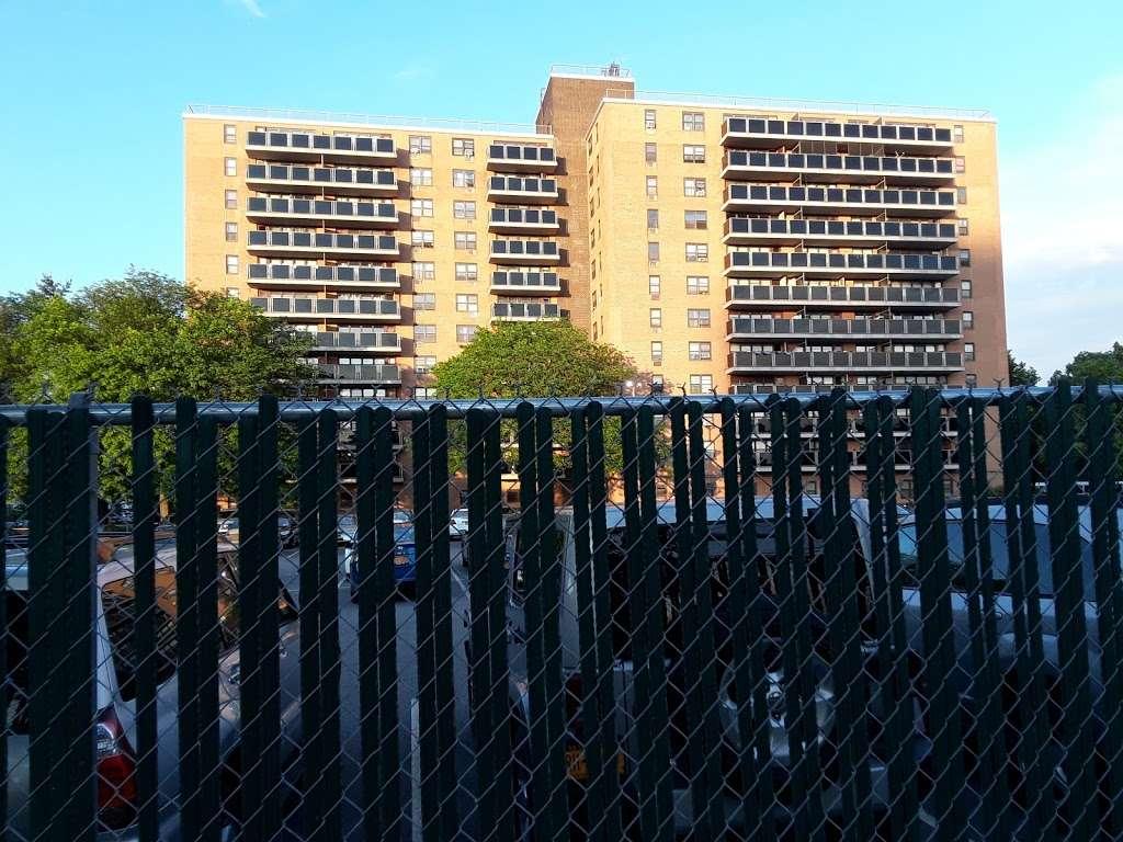 Pugsley Av/Seward Av - bus station    Photo 1 of 9   Address: Bronx, NY 10473, USA
