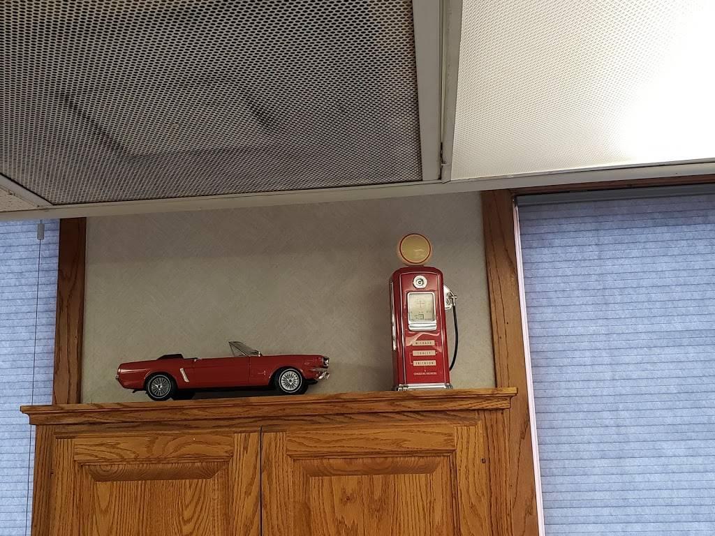 Thomas Auto Body & Collision - car repair    Photo 4 of 9   Address: 5170 W Broadway Ave, Minneapolis, MN 55429, USA   Phone: (763) 205-1187