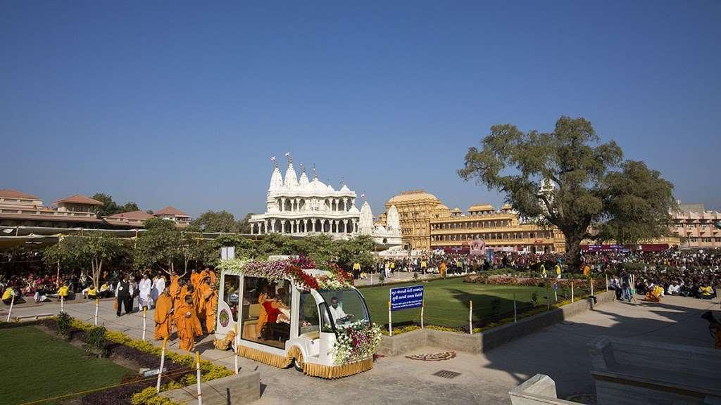 BAPS Shri Swaminarayan Mandir - hindu temple  | Photo 3 of 10 | Address: 2000 Tonnelle Ave, North Bergen, NJ 07047, USA | Phone: (201) 865-6555