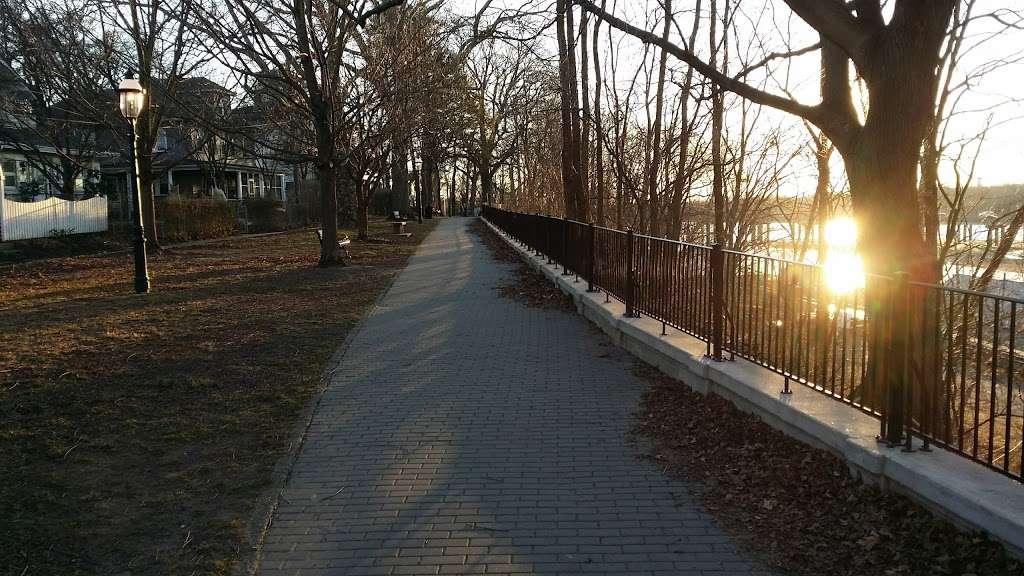 Hilltop Park - park  | Photo 6 of 8 | Address: 1 Bank St., Delaware and Raritan Canal State Park Trail, Bordentown, NJ 08505, USA