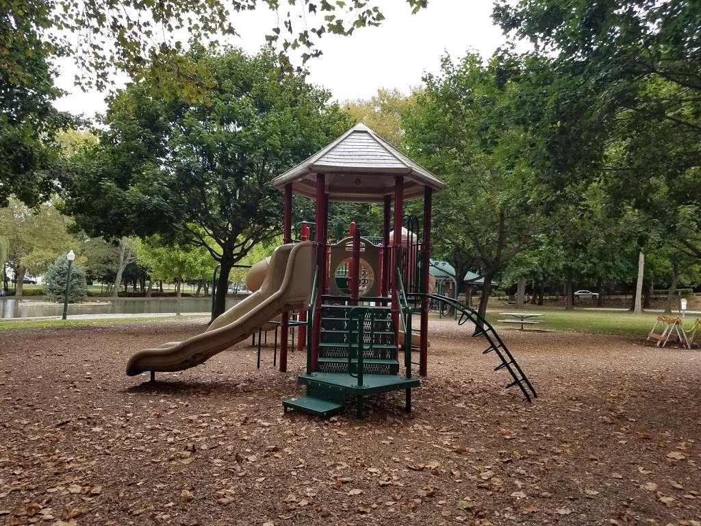 Pangborn Park - park  | Photo 5 of 10 | Address: 591 Pangborn Blvd, Hagerstown, MD 21740, USA | Phone: (301) 739-8577
