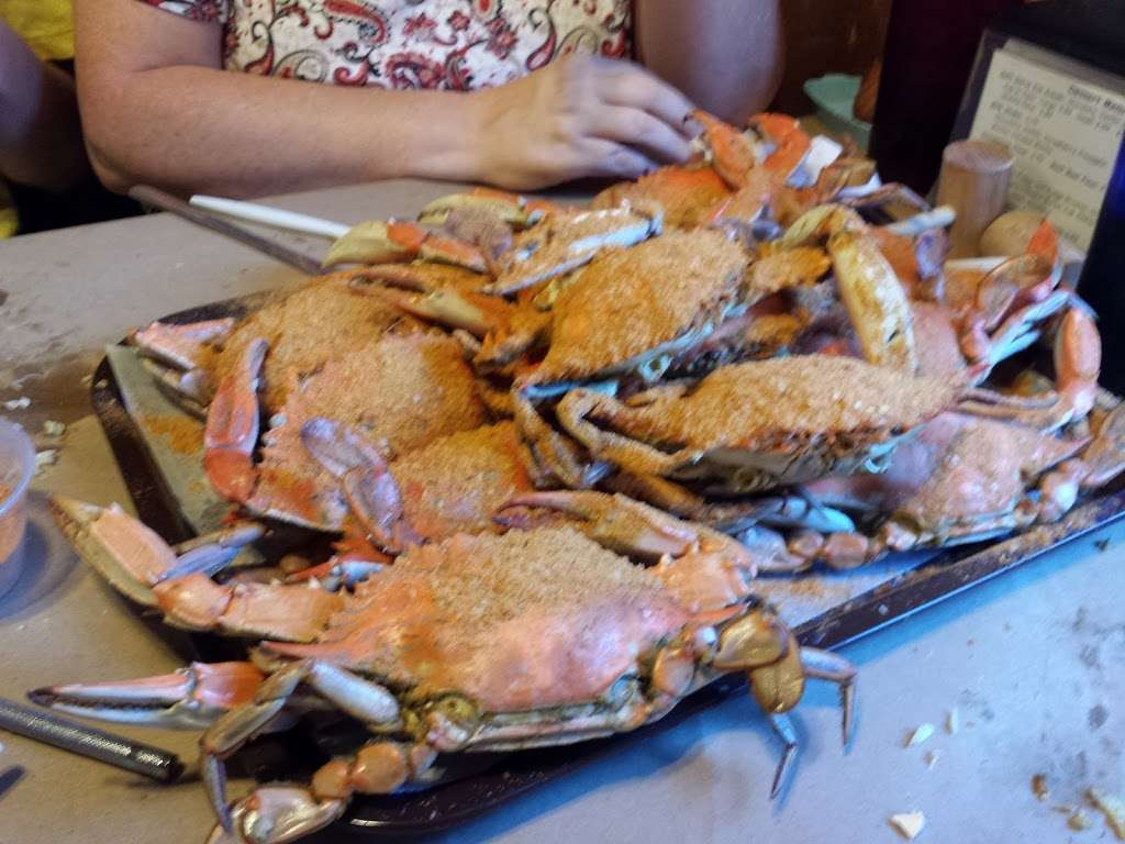 Lowrys Crab Shack - restaurant  | Photo 7 of 10 | Address: 420 W Colonial Hwy, Hamilton, VA 20158, USA | Phone: (540) 338-2348
