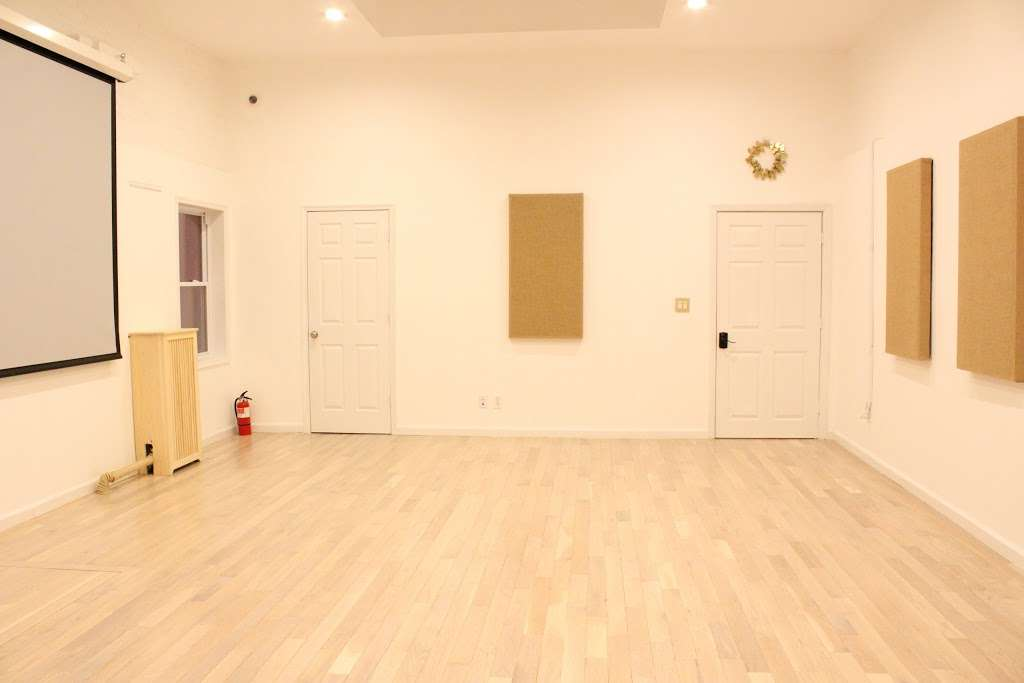 Greene Moments Studio - movie theater  | Photo 6 of 7 | Address: 216 Greene Ave, Brooklyn, NY 11238, USA | Phone: (347) 915-4946