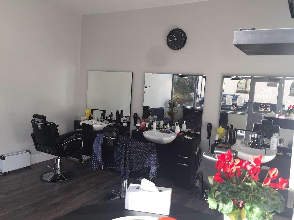 Deanos Barber Shop - hair care  | Photo 2 of 2 | Address: 25 Croydon Rd, Reigate RH2 0LY, UK | Phone: 07843 664196