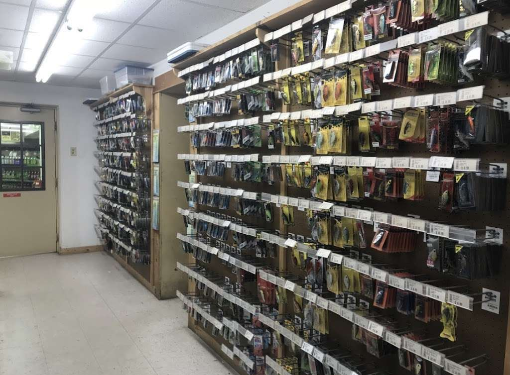 (Tackle Shop) Williamsville Country Store - store  | Photo 10 of 10 | Address: 3544 Williamsville Rd, Houston, DE 19954, USA | Phone: (302) 424-2277