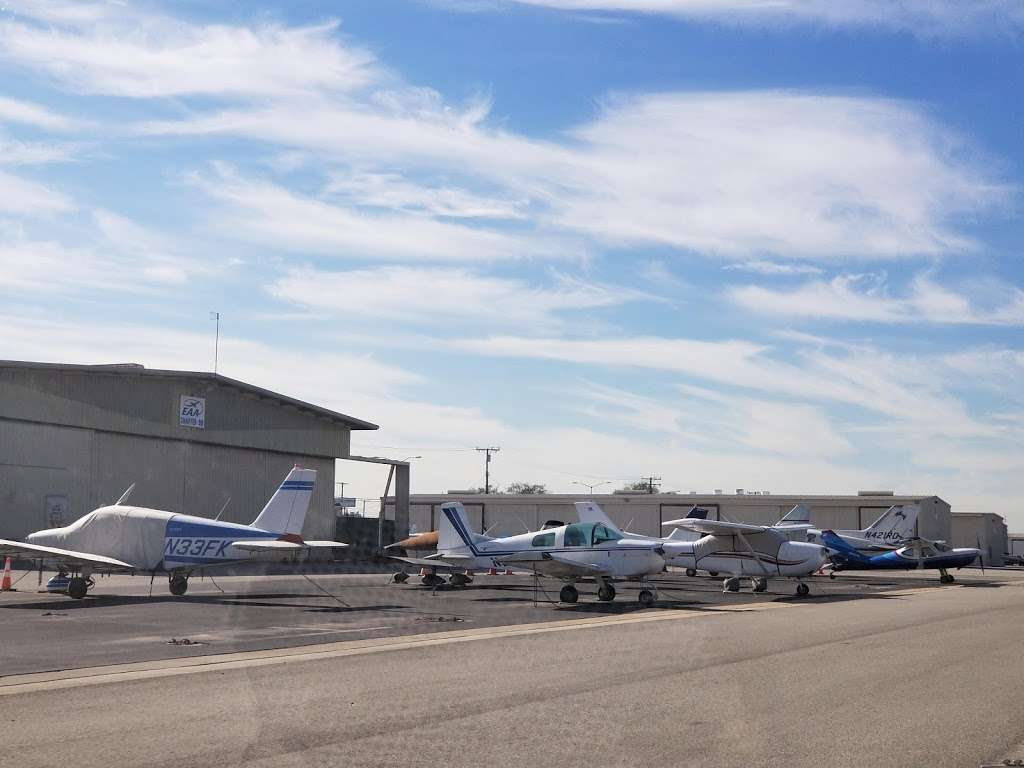 Compton/Woodley Airport - airport  | Photo 4 of 10 | Address: 901 W Alondra Blvd, Compton, CA 90220, USA | Phone: (310) 631-8140