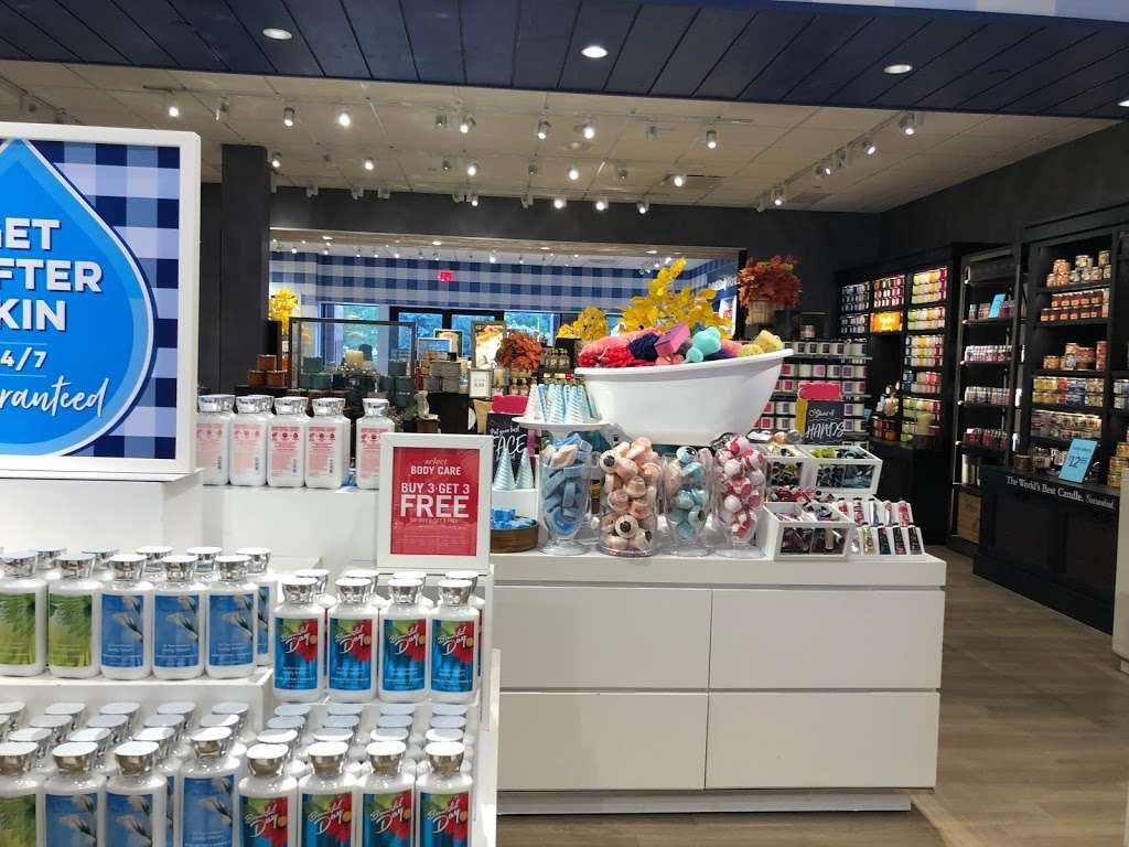 Bath & Body Works - home goods store  | Photo 6 of 10 | Address: 3207 Golf Rd, Delafield, WI 53018, USA | Phone: (262) 646-2003