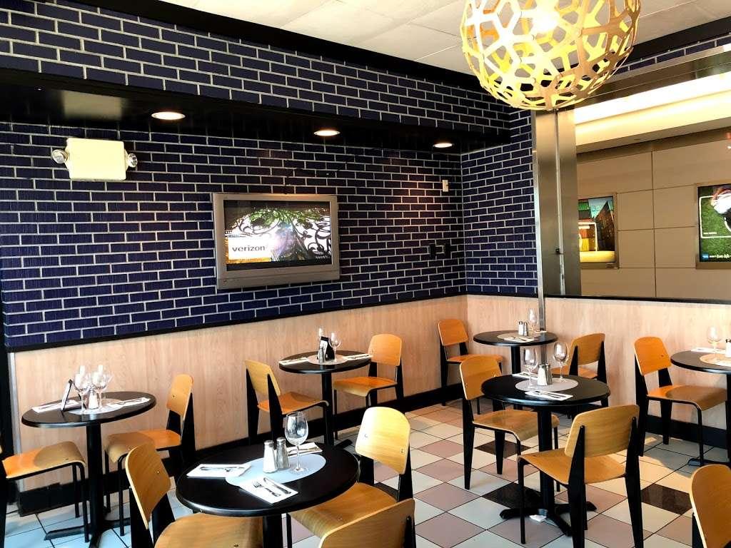 Sorrentine - restaurant  | Photo 7 of 7 | Address: LaGuardia Airport (LGA), Terminal B, East Elmhurst, NY 11371, USA | Phone: (646) 389-5394