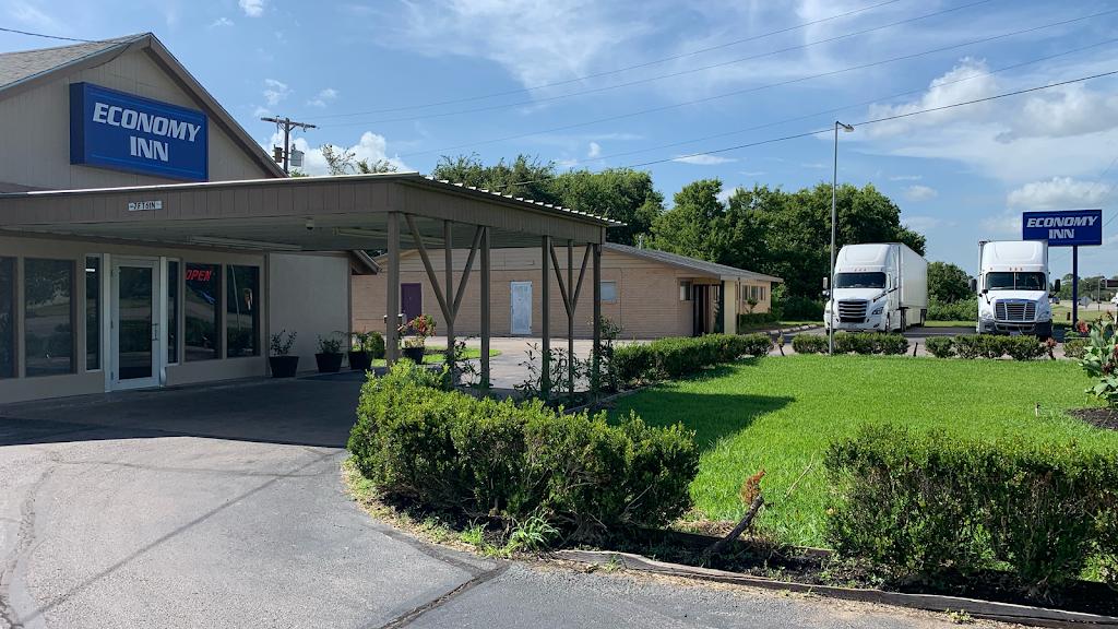 Economy Inn Motel - lodging  | Photo 1 of 9 | Address: 2620 S Velasco St, Angleton, TX 77515, USA | Phone: (979) 849-5761