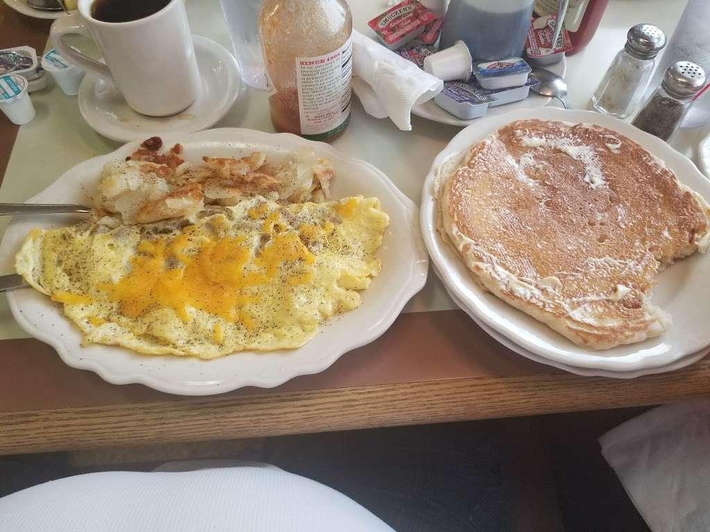 Clairs Family Restaurant - restaurant  | Photo 8 of 10 | Address: 1486 Grandview Rd, Hanover, PA 17331, USA | Phone: (717) 632-2077