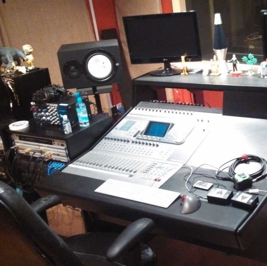 Iacon Sound Studios - electronics store    Photo 8 of 10   Address: 2469 Broadway, San Diego, CA 92102, USA   Phone: (619) 955-8295