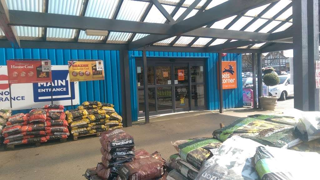 Pets Corner Enfield - pet store  | Photo 1 of 10 | Address: Phoenix Rose Homes & Gardens Cattlegate Road, Crews Hill, Enfield EN2 9DP, UK | Phone: 020 8366 4161