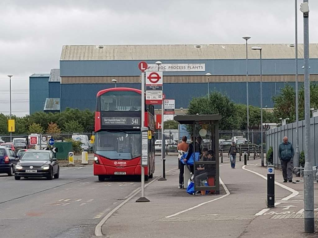 Glover Drive Ikea (Stop L) - bus station  | Photo 1 of 6 | Address: London N18 3HF, UK