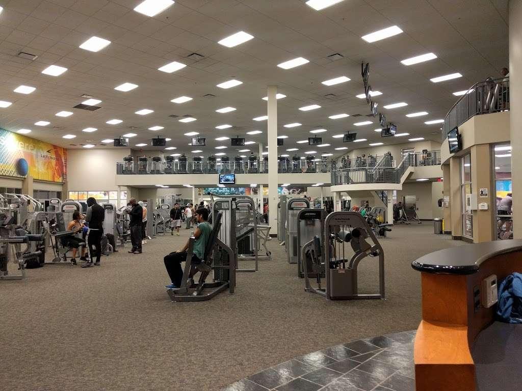 LA Fitness - gym  | Photo 1 of 10 | Address: 452 Lakehurst Rd, Waukegan, IL 60085, USA | Phone: (224) 399-0990