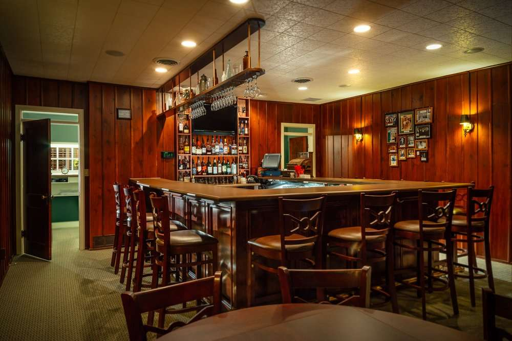 Old Colonial Inn - restaurant  | Photo 2 of 10 | Address: 216 N 3rd St, Kentland, IN 47951, USA | Phone: (219) 474-6774