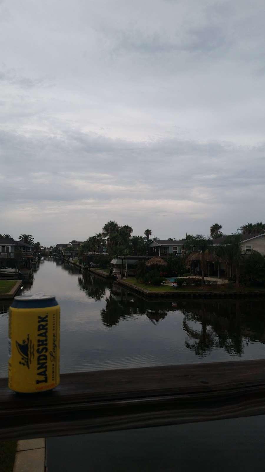 Bay Breeze Waterfront Vacation House - real estate agency    Photo 6 of 10   Address: 16703 Managua Way, Galveston, TX 77554, USA   Phone: (832) 818-4234