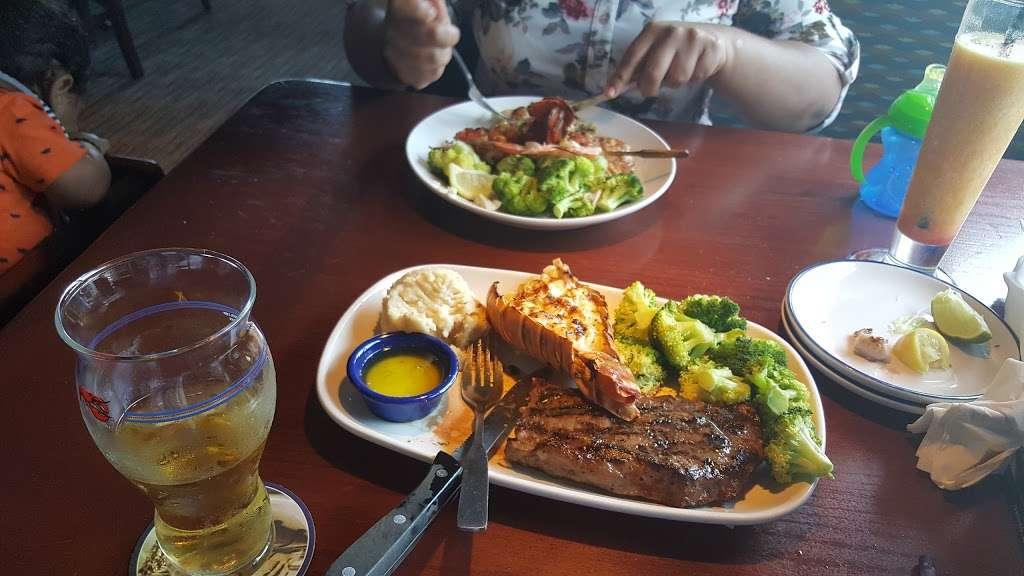Red Lobster - restaurant  | Photo 3 of 10 | Address: 9140 E Roosevelt Blvd, Philadelphia, PA 19115, USA | Phone: (215) 673-5750