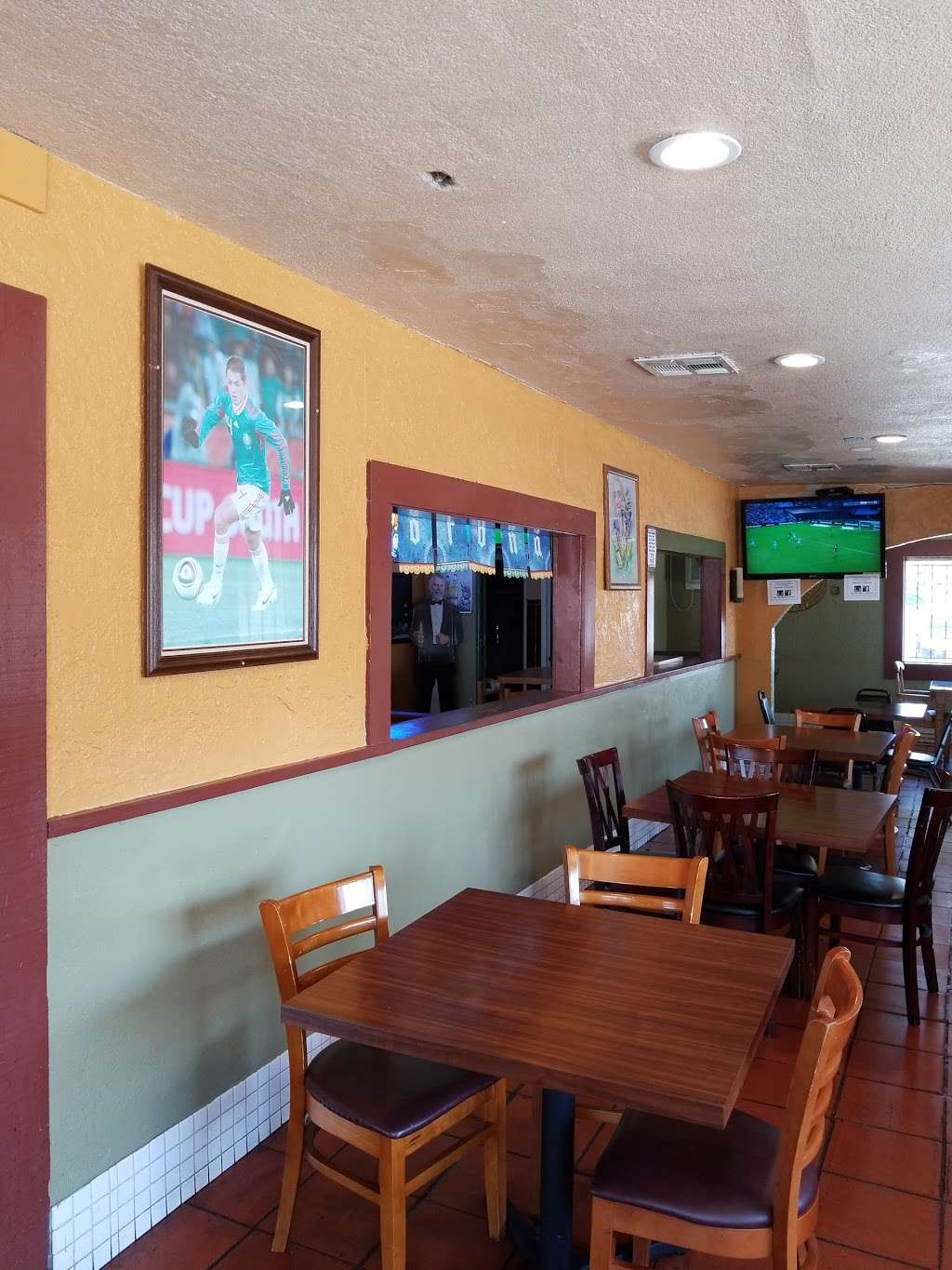Gardunos Sports Bar and Grill - meal delivery  | Photo 3 of 10 | Address: 9823 Valley Blvd, El Monte, CA 91731, USA | Phone: (626) 448-4746