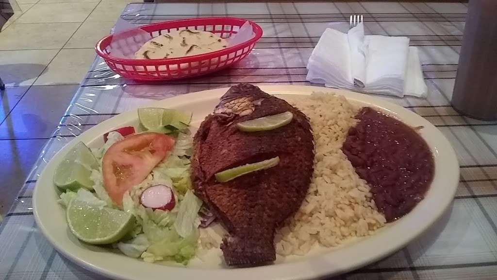 Little San Salvador Restaurant - restaurant  | Photo 3 of 10 | Address: 901 N Western Ave Suite #3, Los Angeles, CA 90029, USA | Phone: (323) 466-0565