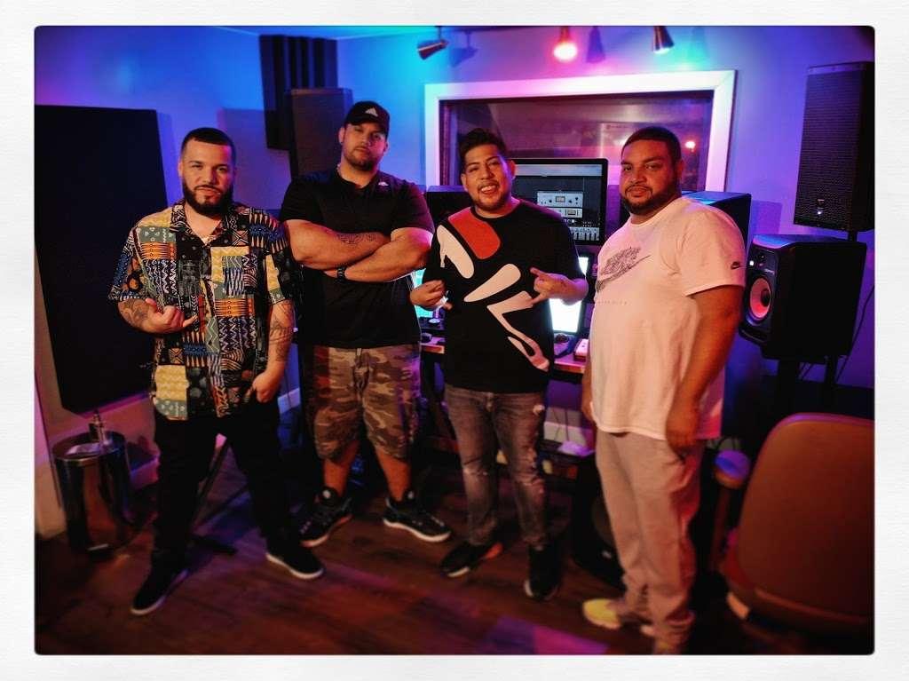 BeBe Soundz Studios - electronics store  | Photo 1 of 10 | Address: 300 E Tremont Ave, Bronx, NY 10457, USA | Phone: (929) 393-0516