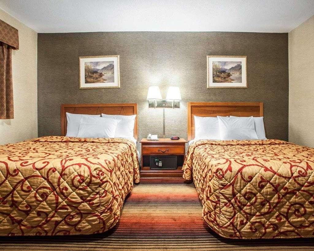 Rodeway Inn - lodging  | Photo 6 of 7 | Address: 459 Tonnelle Ave, Jersey City, NJ 07307, USA | Phone: (201) 420-7788