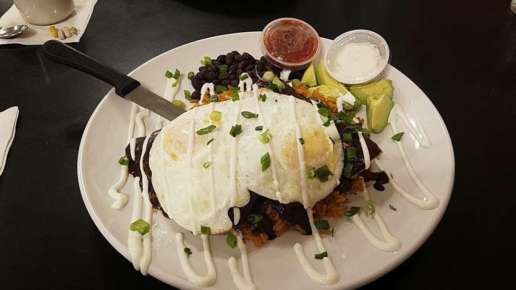 Oswego Family Restaurant - restaurant  | Photo 4 of 10 | Address: 69 Main St, Oswego, IL 60543, USA | Phone: (630) 554-0340