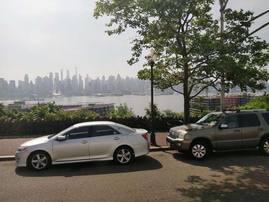 Old Glory Park - park  | Photo 7 of 10 | Address: West New York, NJ 07093, USA