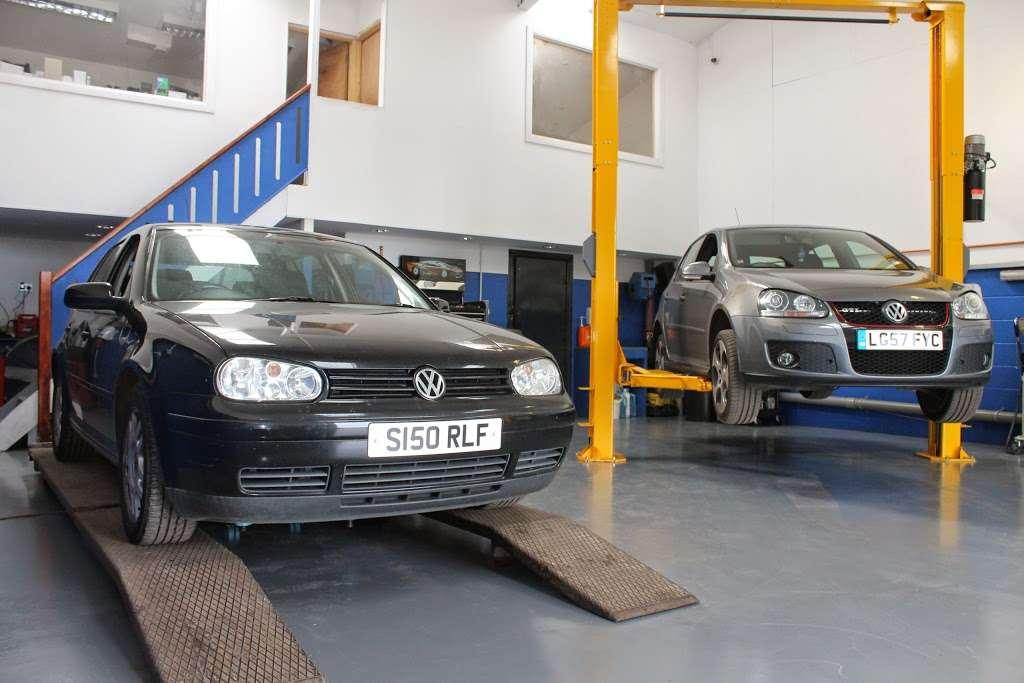 VGS Volkswagen Group Specialist - car repair    Photo 2 of 10   Address: Unit 1a, Layhams Farm, Layhams Rd, Keston BR2 6AR, UK   Phone: 01959 575214